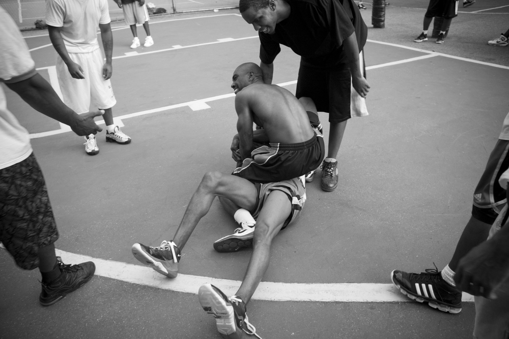 NYC, QUE.: AUGUST 26, 2009 -- Basketball game. West 4th Street Courts. (Vincenzo D'Alto)