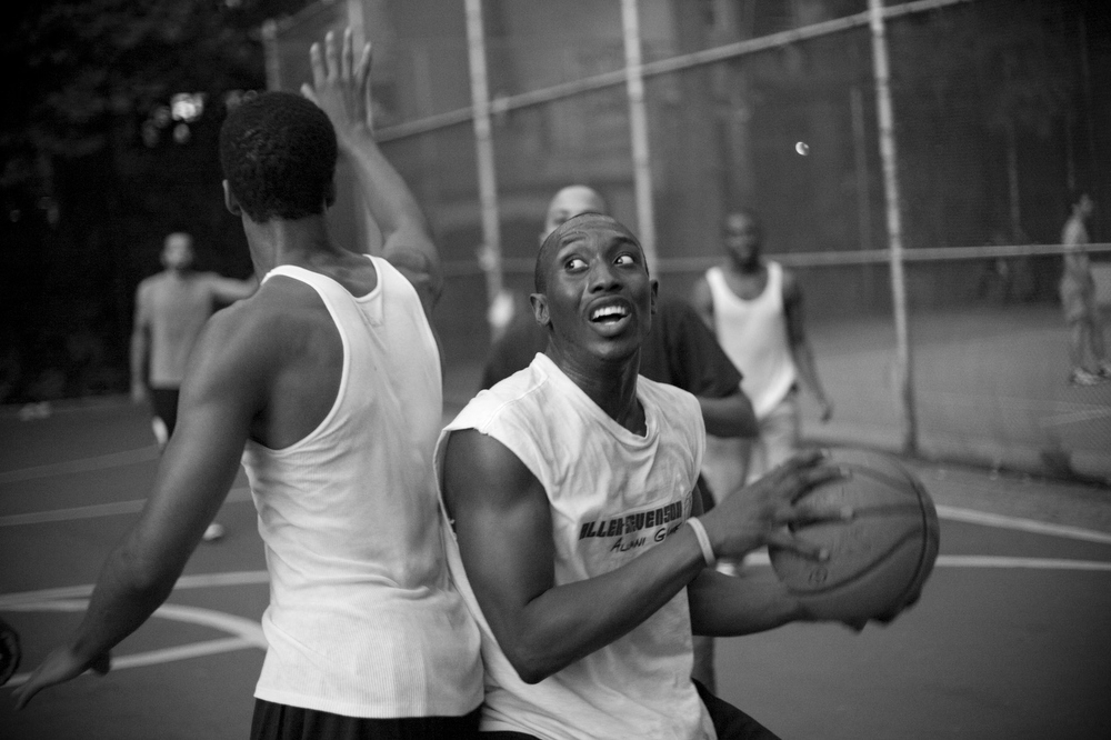 NYC, QUE.: AUGUST 25, 2009 -- Basketball game. West 4th Street Courts. (Vincenzo D'Alto)