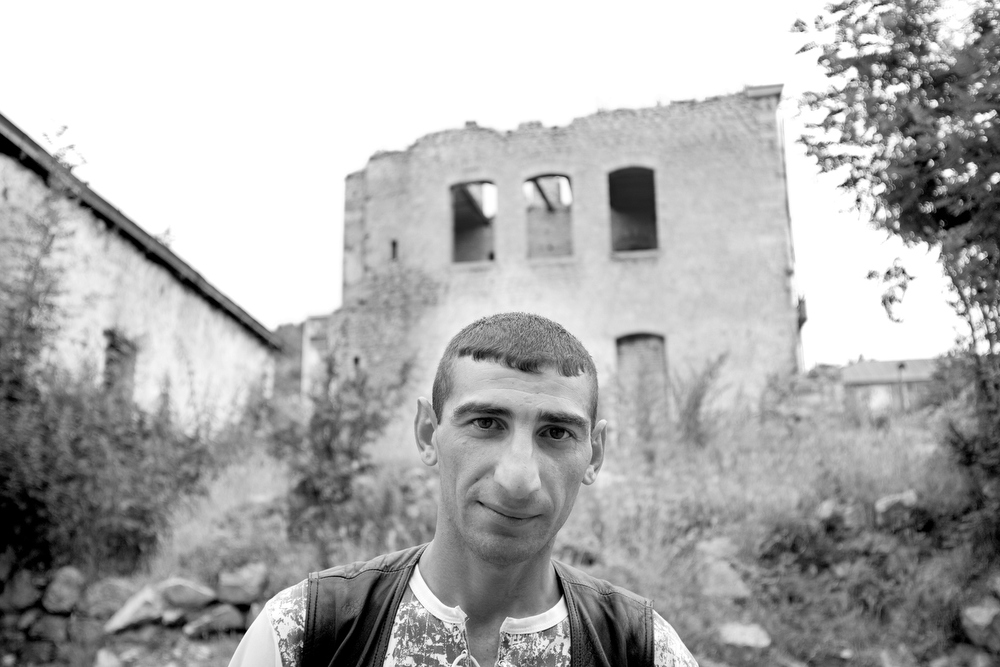 Gregory Suleimanov, an actor and Armenian refugee from Baku, now resides in the town of Shushi.