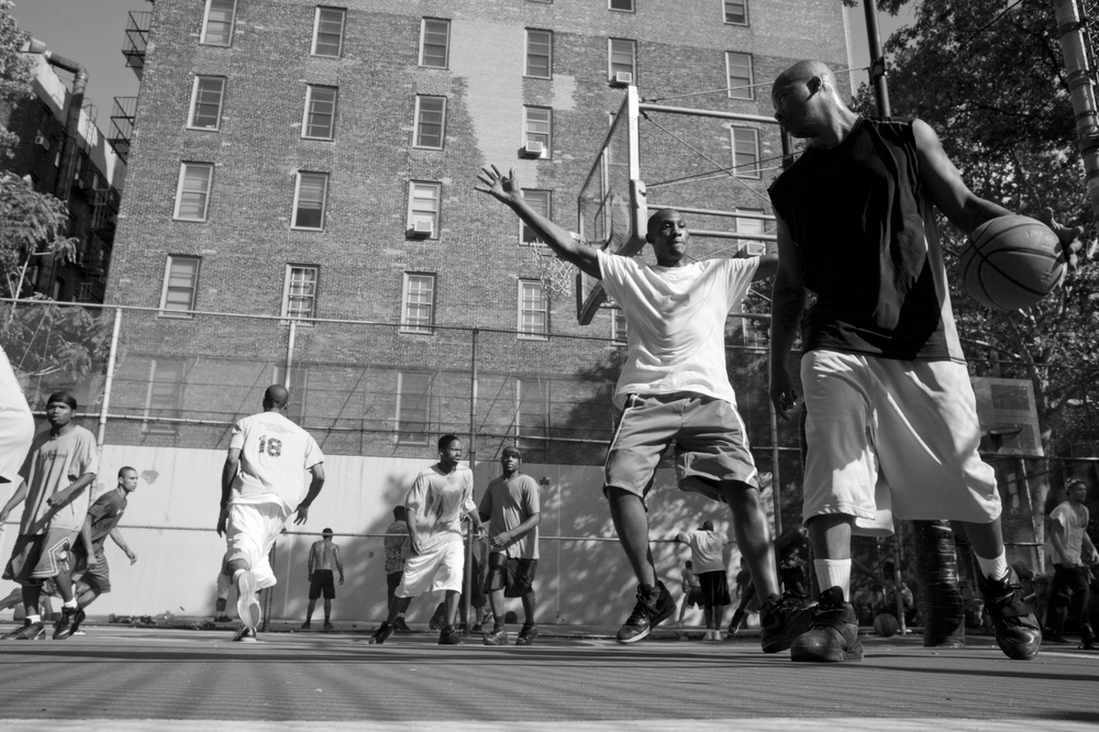 NYC, QUE.: AUGUST 27, 2009 -- Basketball game. West 4th Street Courts. (Vincenzo D'Alto)