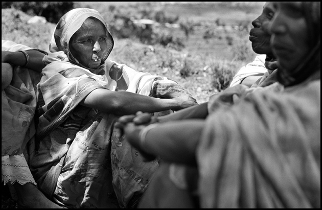 Ethiopian women from Peasant association of Kufan Zik near Harar. This village has benefited from Save the Children Canada's EGS.